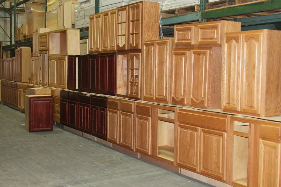 Lakeland cabinets lakeland liquidation aquires cabinet deal for Kitchen cabinets liquidators