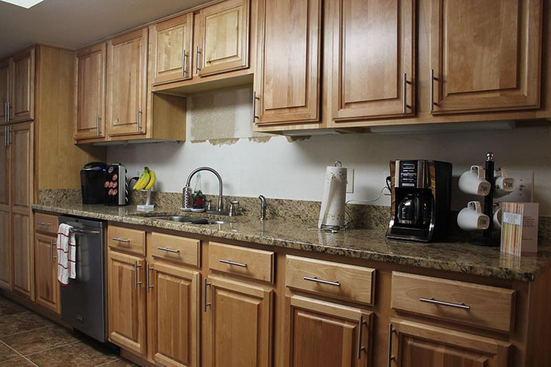 Photo gallery lakeland liquidation for Kitchen cabinets liquidators
